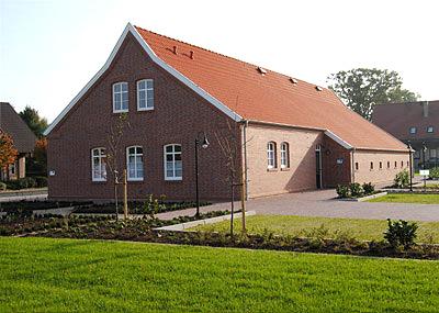 Mit Baumaterialien eines in Oberlangen abgetragenen Gebäudes wurde im Kluser Ortsteil Steinbild das Niedersachsenhaus errichtet. Foto: Willy Rave